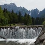 Ablauf des unteren Sees mit Mangart