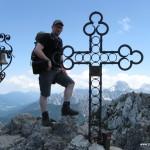 Gipfel mit Kreuz, Glocke und Mangart