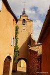 Der berühmte Glocken/Uhren/Torturm von Roussilion