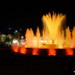 Lichter der Stadt und im Brunnen