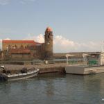 Kirche und Boote der Commandos