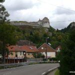 Chateau de Joux gegenüber von der Mittagseinkehr