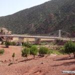 Brücke über den Zufluß zum See